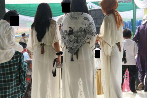 Perempuan-perempuan Yang Berpakaian dan Berjilbab Tapi Sebetulnya Telanjang